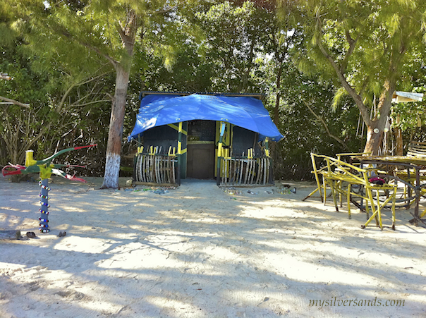Dine At A Beach Cook Shop Like Quot Taste A Yaad Restaurant