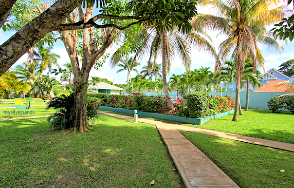 the gardens in the common area of condo rios