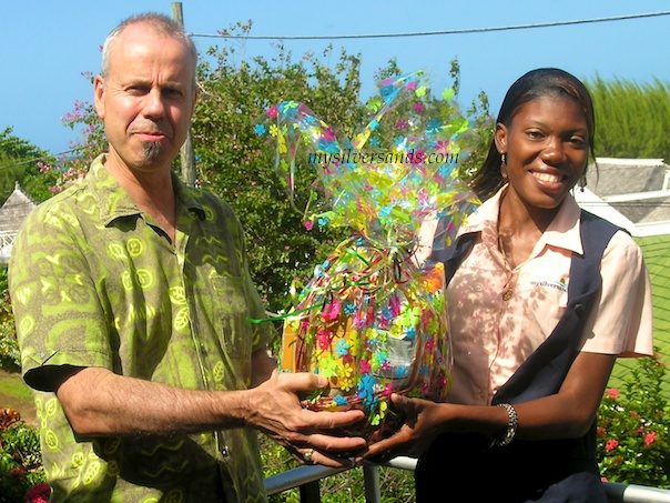 guest, bruce fairless, and kimesha, mysilversands rep, with gift basket